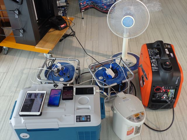 GV-16iに充電式保冷温庫、湯沸かしポット1台、スマホ3台、タブレット1台、扇風機1台、テレビ1台接続してます。