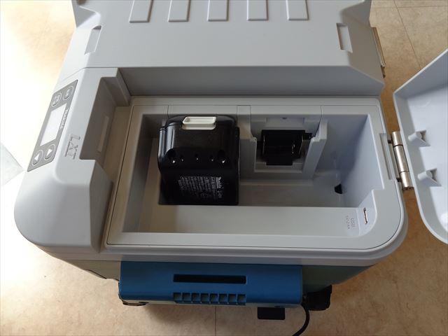 もちろんバッテリを使用して、屋外でも保冷キープ出来ます。USB機器も充電出来ます。(写真右下にUSBケーブルが接続出来ます)